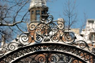 East College Gate Winter 2004.jpg