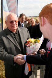 Gorbachev Greet.jpg