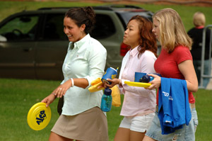 Move In 2006 7 Students.jpg