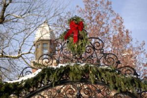 Holiday Arch 2007.jpg