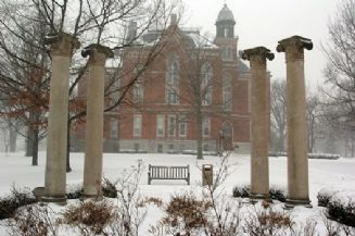 East College Columns Snow 2007.jpg