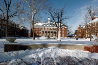 Snow Feb 2007 Academic Quad.jpg